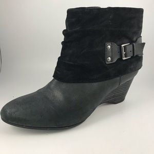 Clark's Black Leather Cuffed Booties 6.5